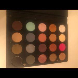 OFRA eyeshadow palette